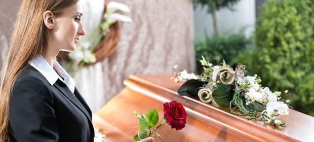 Se schimbă regulile la înmormântare. Amendă de 10.000 de lei dacă nu îmbălsămezi mortul