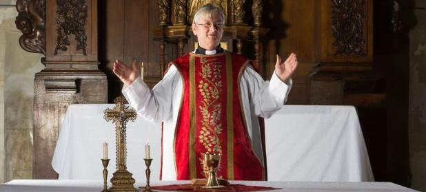 De ce şi cum celibatul a devenit obligatoriu pentru preoţii catolici?