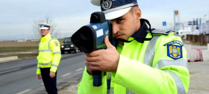 Polițiștii rutieri nu vor mai putea folosi radarul din mașini neinscripționate și fără să poarte uniformă; Senatul a adoptat proiectul de lege