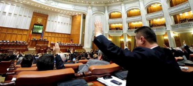Legile justiției au trecut de Parlament. Opoziția va sesiza din nou CCR