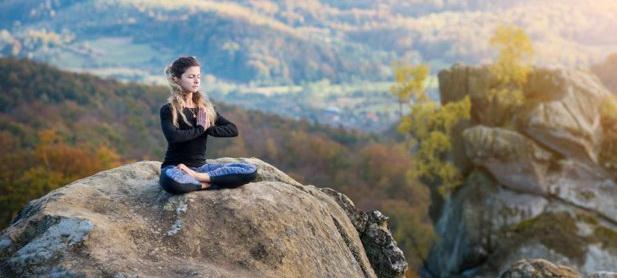 Meditaţia transcedentală, o soluţie pentru reducerea stresului la elevi şi profesori