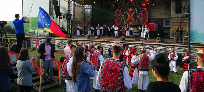 """Delegație din Maramureș prezentă la """"Festivalul Cultural al Românilor de Pretutindeni"""" din Strășeni"""