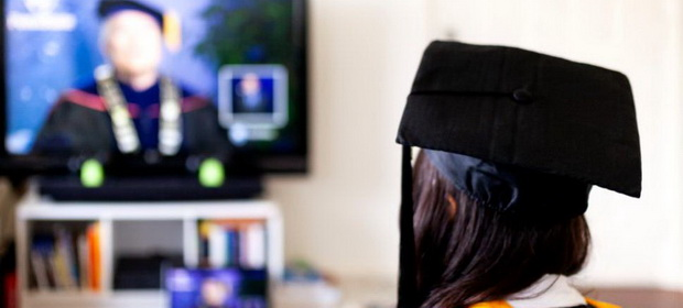 Sfaturile unui psiholog pentru cei care învață online. Cum ne afectează programul dezechilibrat
