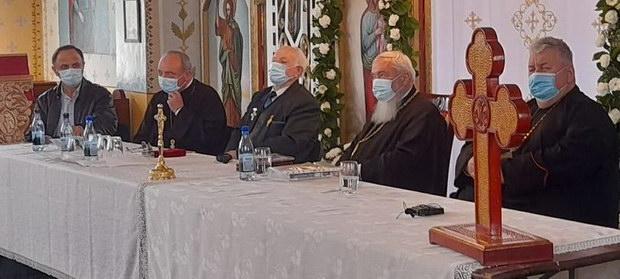 Înaltpreasfințitul Părinte † Andrei, Mitropolitul Clujului, Maramureșului și Sălajului prezent la aniversarea profesorului Viorel POP la cei 84 ani împliniţi!