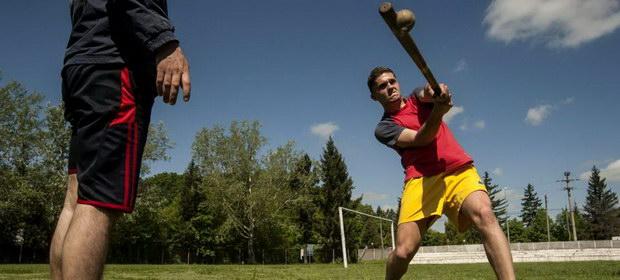 """Oina, adevăratul joc sportiv românesc. Cine a fost """"părintele oinei""""?"""